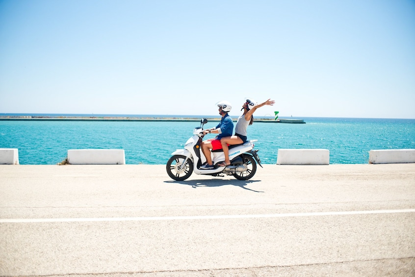 Cargar foto 1 de 6. Couple driving a scooter on the island of Formentera