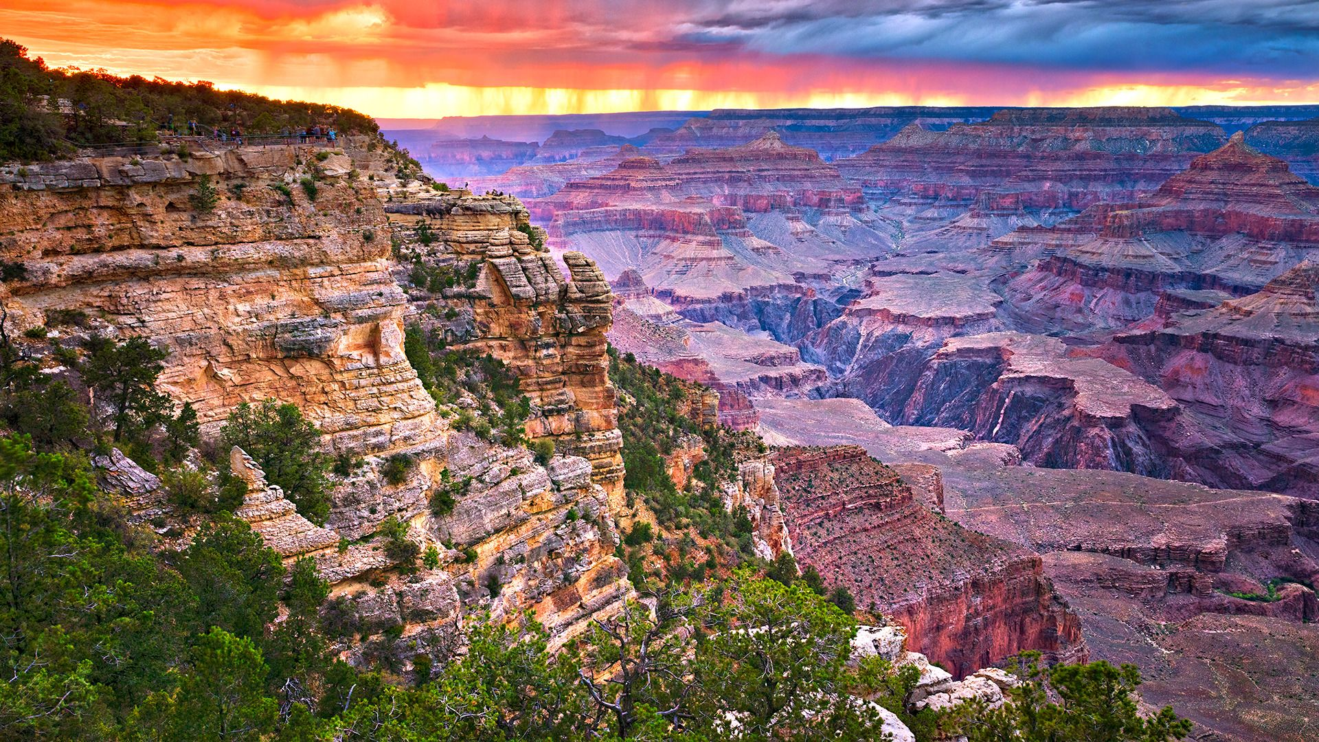 Sunset views of the Grand Canyon South Rim