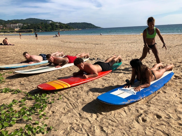 Phuket Surfing Lesson, ride a wave on your first course !