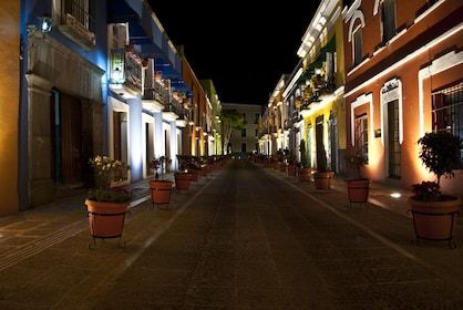 Night time at an alley in Puebla