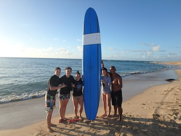 Group surf lesson in Haleiwa