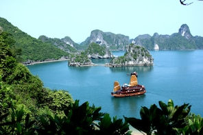 2-Days Halong Cruise Deluxe Junk