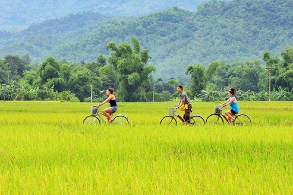 Charming Mai Chau full day tour from Hanoi & biking tour