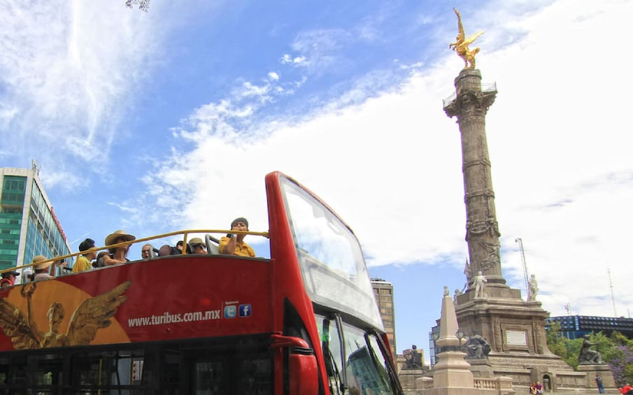 Turibus and The Angel of Independence in Mexico City