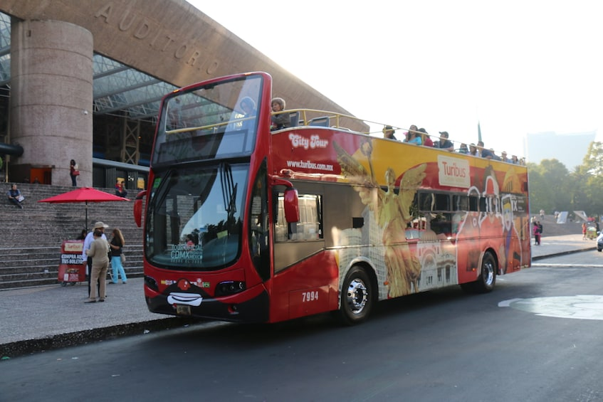 Turibus with passengers in Mexico City