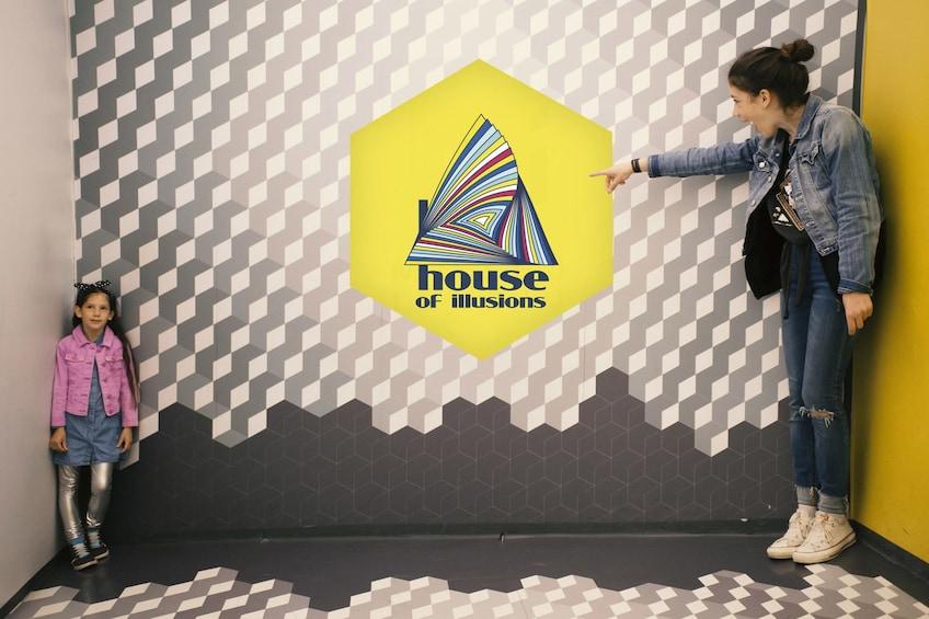 Charger l'élément 3 sur 5. House of Illusions Ljubljana Tickets