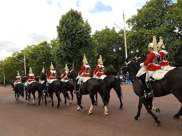 Horses in front of Buckingham Palace in London
