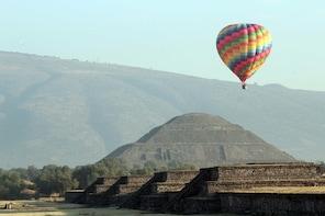 "Balloon Ride, Transport & Guided Pyramid Tour ""El Viajero"""