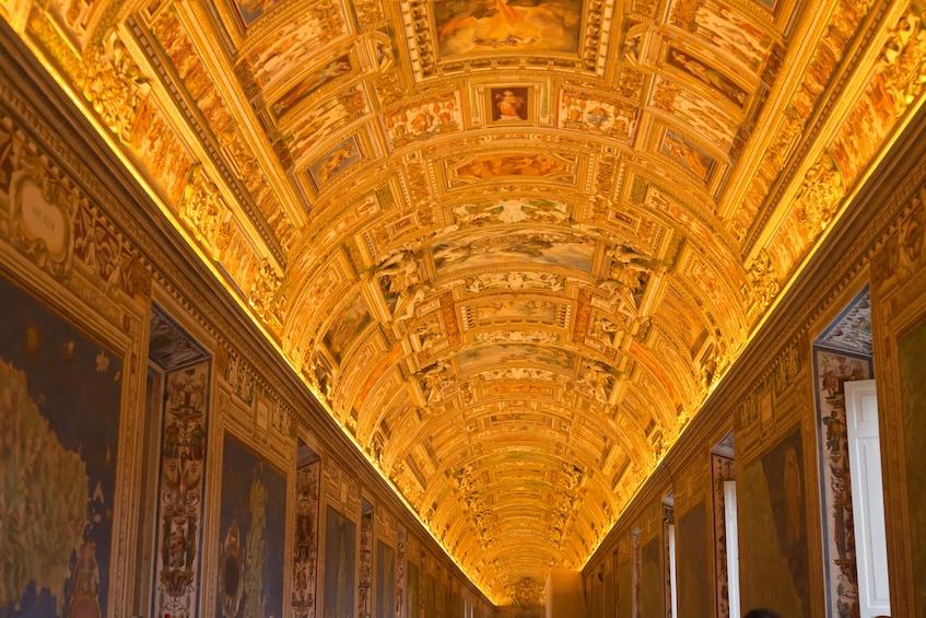 Ver elemento 4 de 10. Entire Vatican Tour & St. Peter's Dome Climb