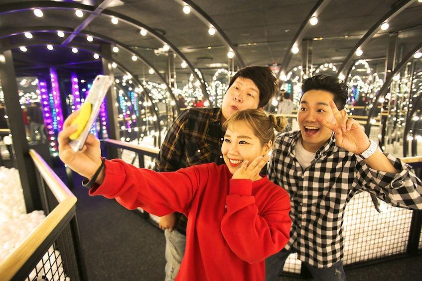 แสดงภาพที่ 1 จาก 10 Group taking a selfie at the Running Man Thematic Experience Center in Jongno-gu