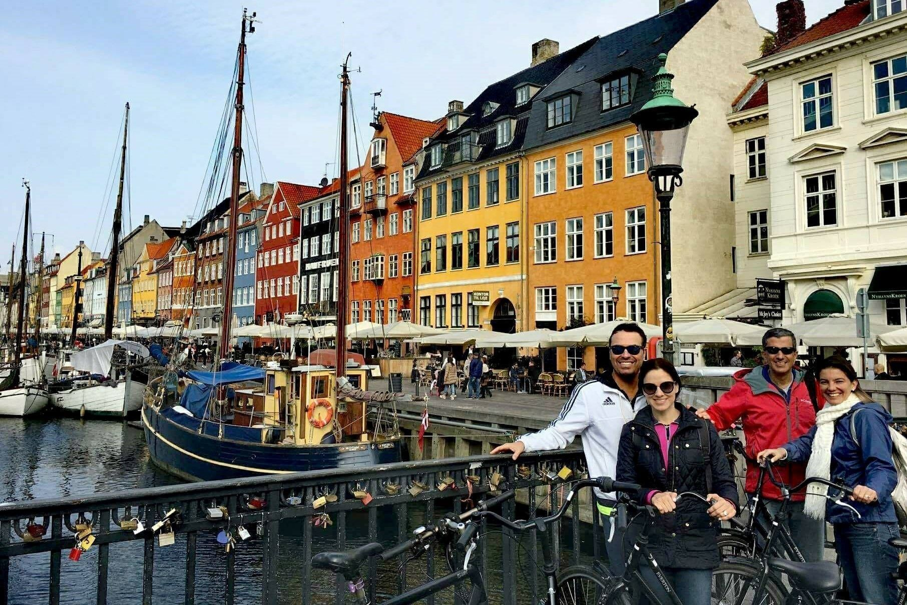 Group touring Nyhavn