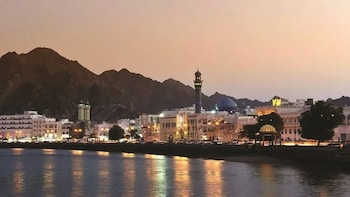 Discover Muscat with a private vehicle - Full day