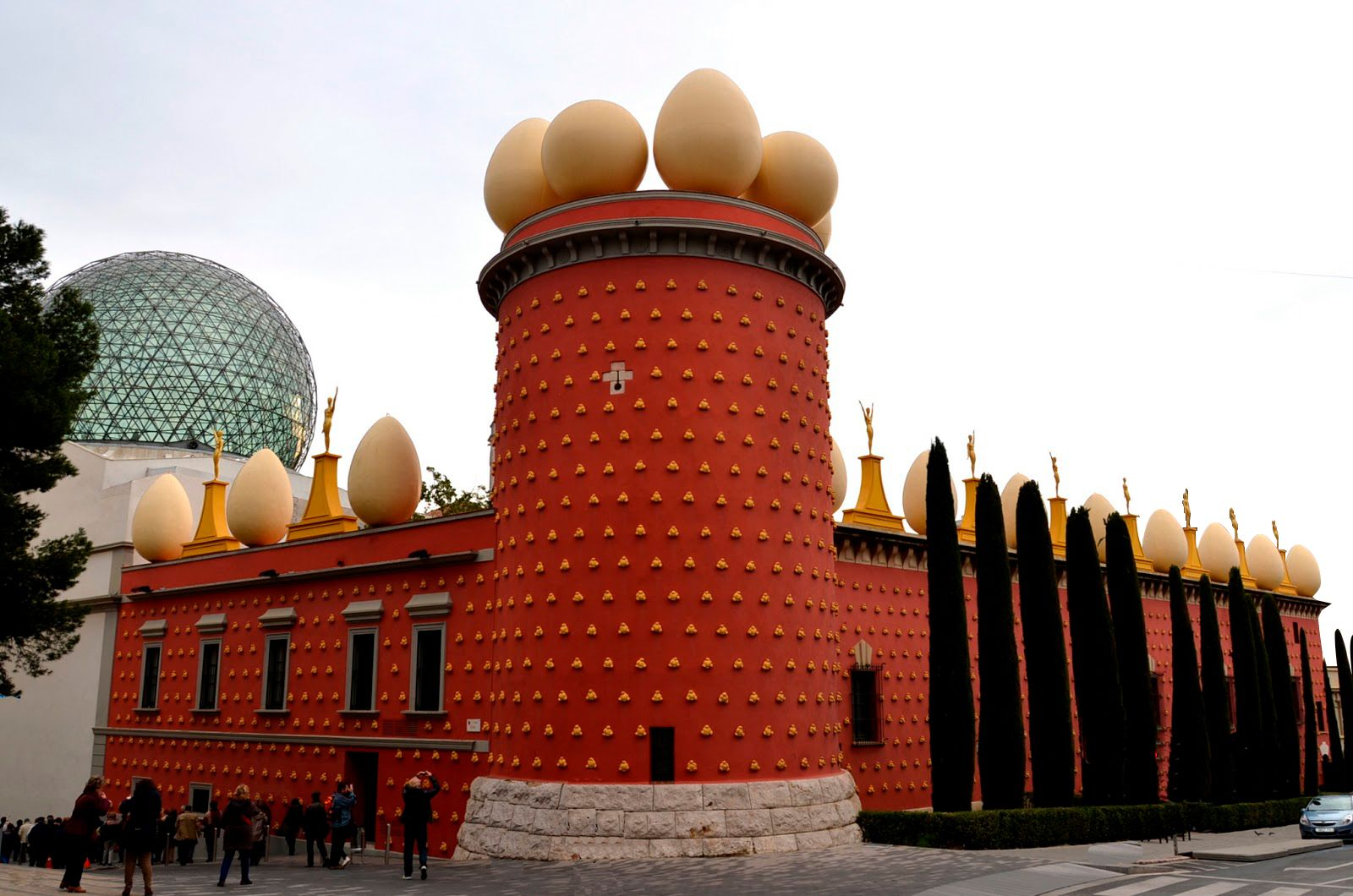 Girona & Figueres with Guided Walking Tour and Dali Museum