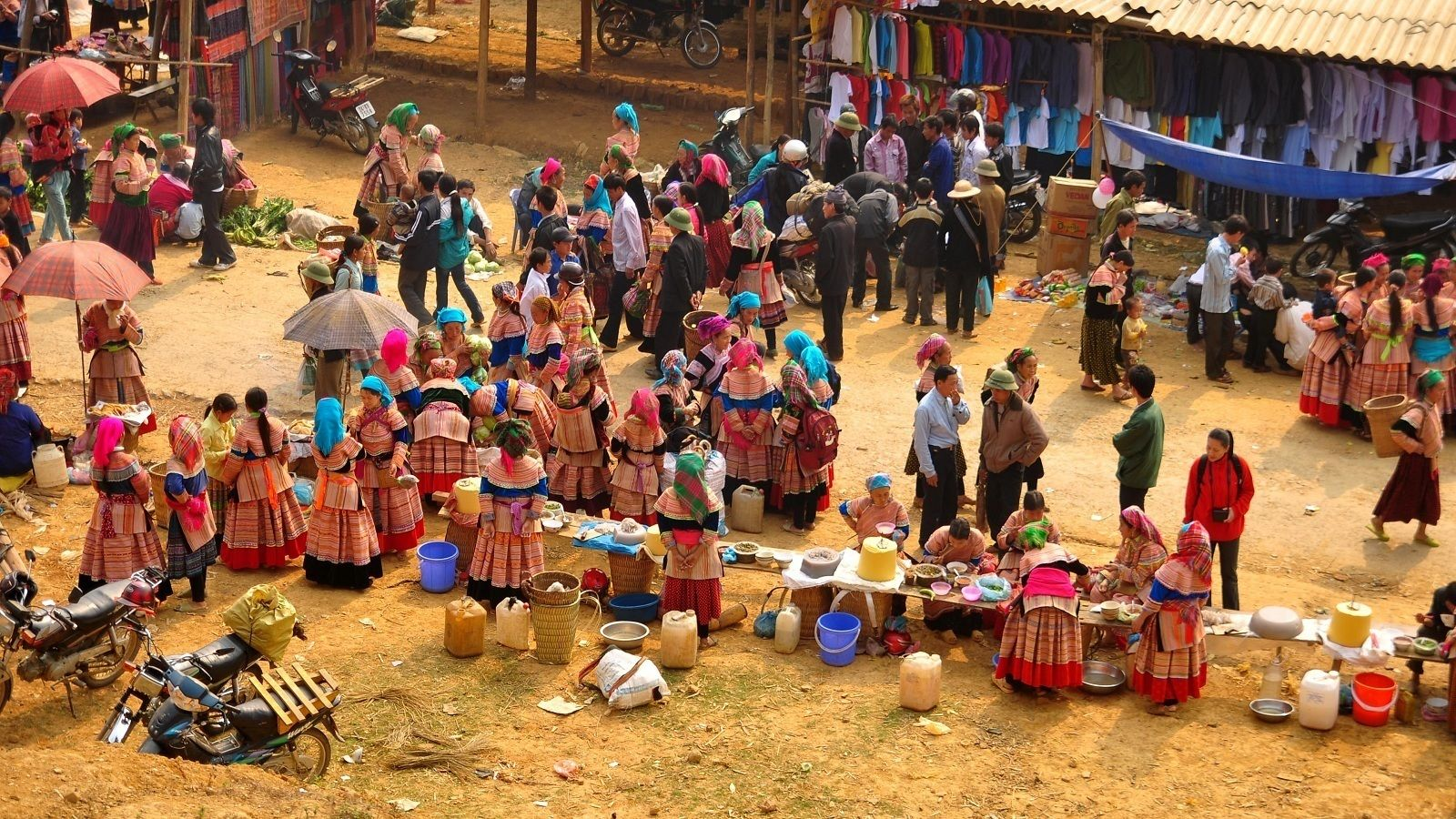 Muong Khuong Sunday Market Full-Day Tour