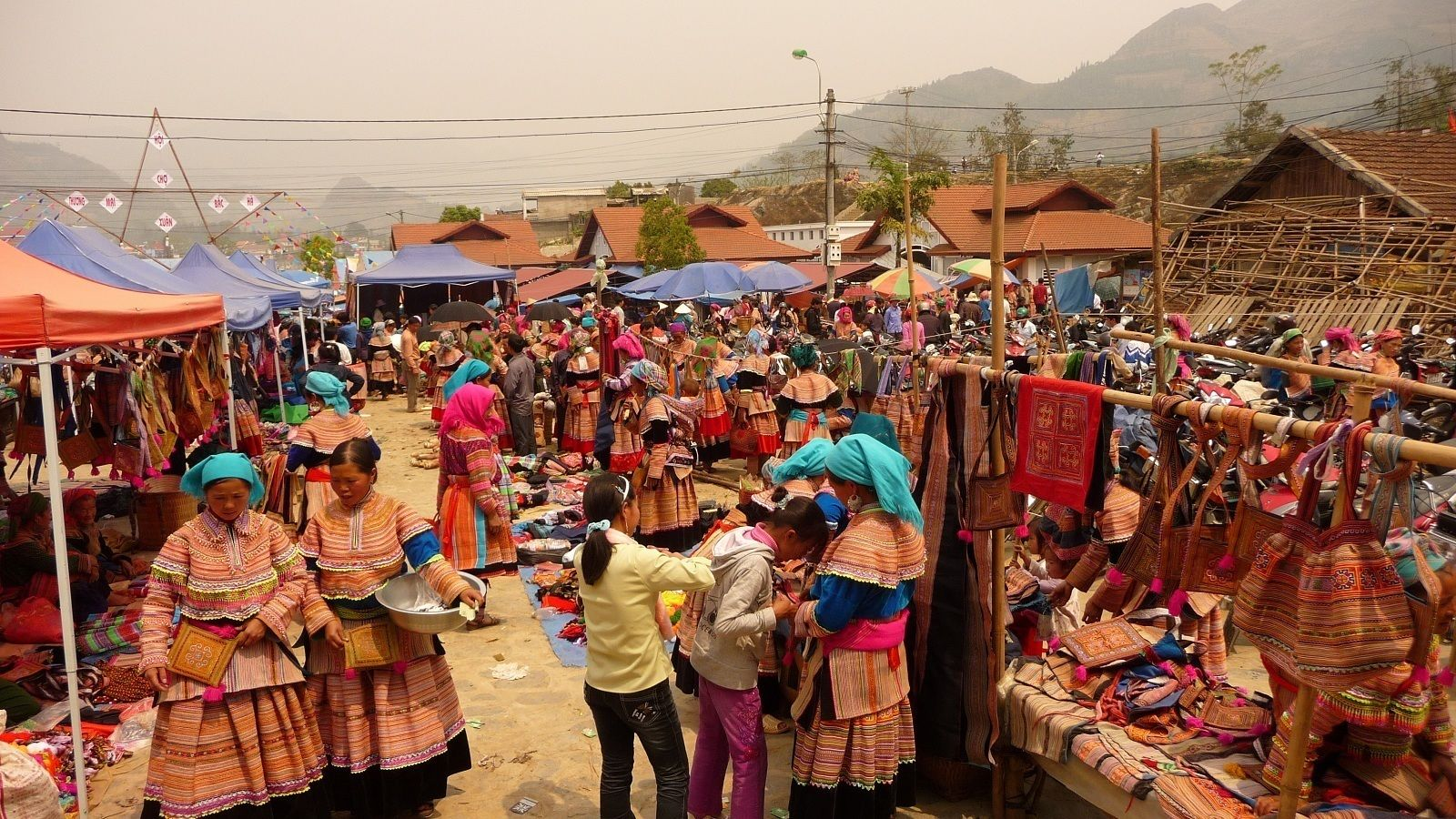 Lung Khau Nhin Market Full-day Tour from Sapa