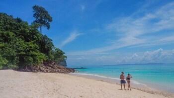 Less crowded Phi Phi Sunrise - Premium VIP trip