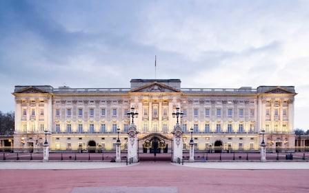 Landscape view of Buckingham Palace