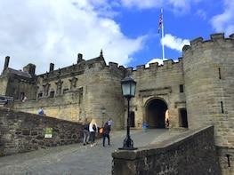 1-Day Stirling Castle, Loch Lomond & Whisky Tour