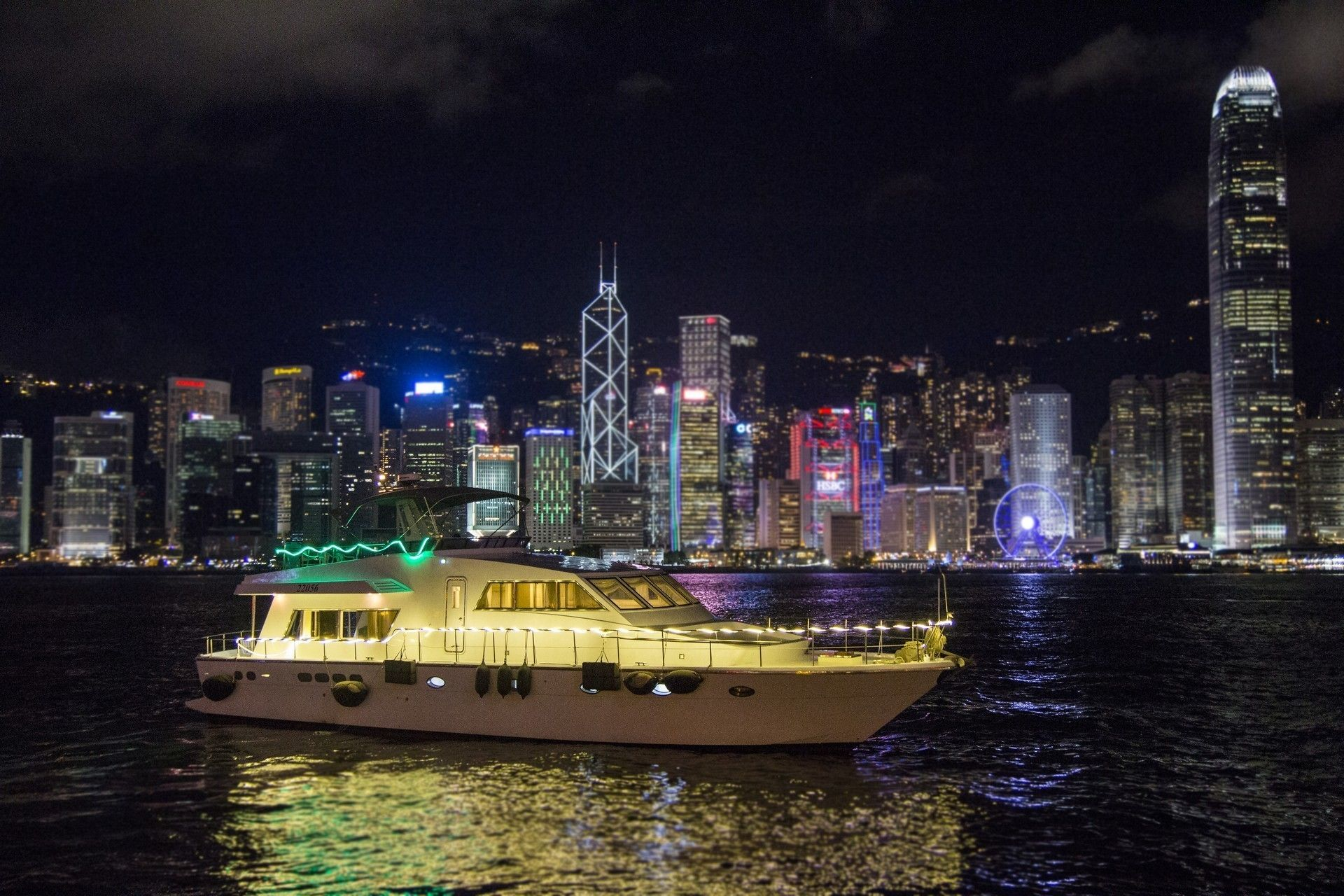 Victoria Harbour Night Hop-on Hop-off Yacht Cruise