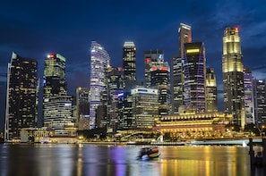 Singapore Night Photo Tour with a professional photographer