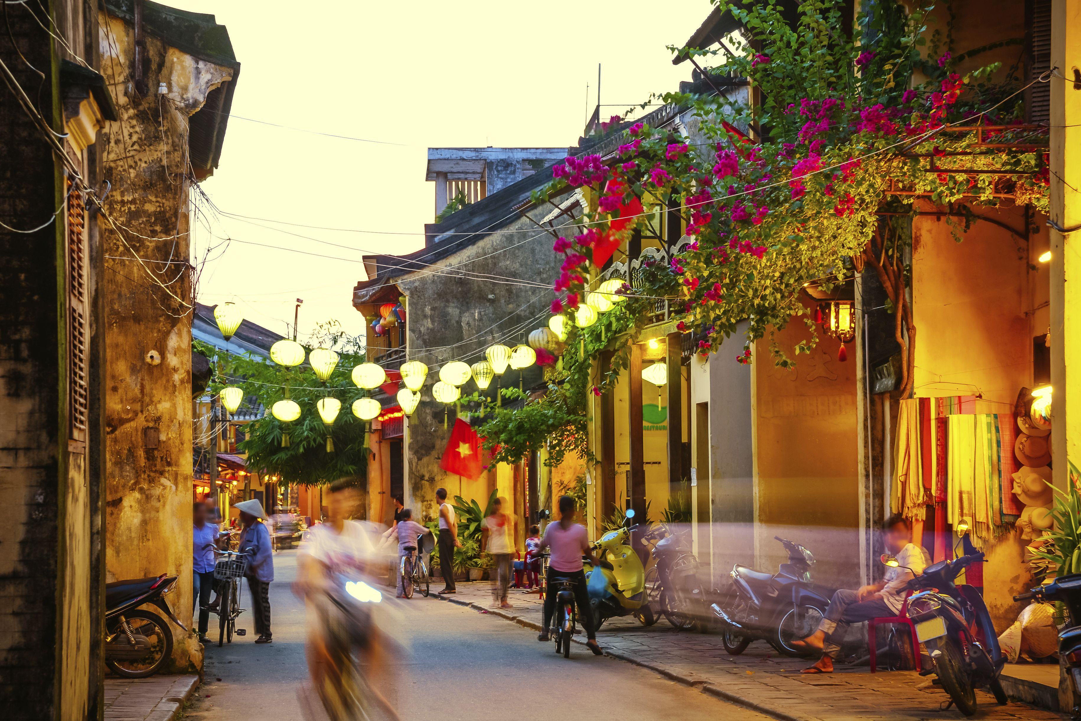Vietnam - Hoi An - Streets in the evening.jpg
