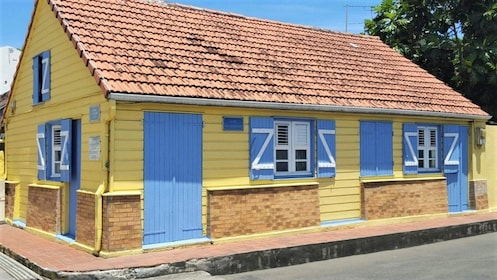 Yellow house in Martinique