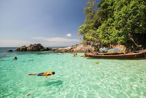 Snorkelling Tour to the Maldives of Thailand by Long-tailed Boat from Koh L...