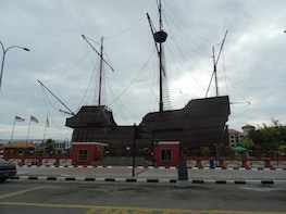 Day Tour UNESCO Malacca with Kampong Morten & Stadthuys