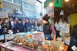 Osaka Market 3-Hour Food Tour with a Local expert