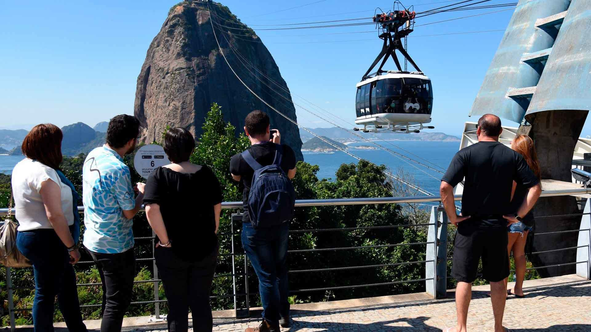 Tourists wait in line for Gondola to Sugar Loaf Mountain