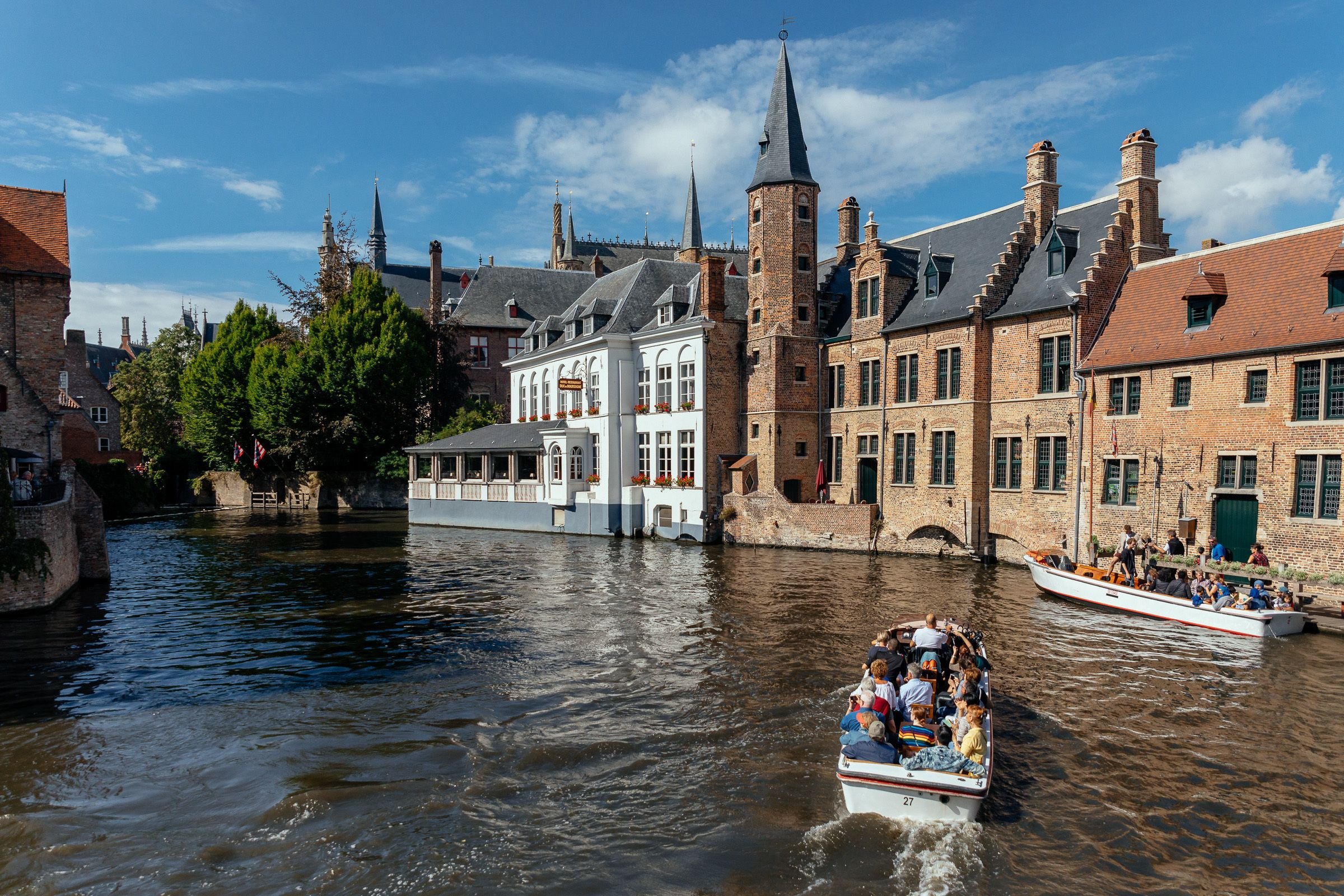 Group boat tour in Bruges on a nice day