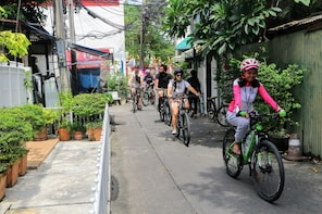 Explore Bangkok by Bike & Canal Boat with Lunch