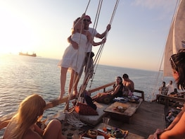 Sunset Dhow Cruise (2hours) Min.2 Pax: Muscat Tours