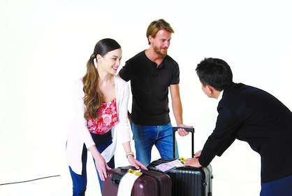 Couple using luggage delivery service in Tokyo