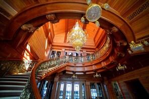 Mezhyhirya Private Tour to Ex-President's Residence