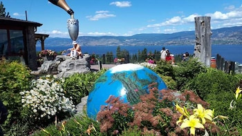 Kelowna or West Kelowna Afternoon sightseeing wine tour