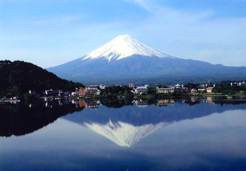 Day Tour to Mt. Fuji 5th Station, Oshino Hakkai & Shopping