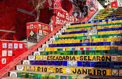 depositphotos_82410806-stock-photo-escadaria-selaron-in-rio.jpg
