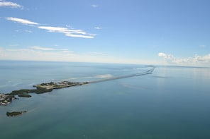 Seven Mile, Lighthouse, & Duck Key Helicopter Tour