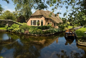 Private day trip from Amsterdam to Giethoorn