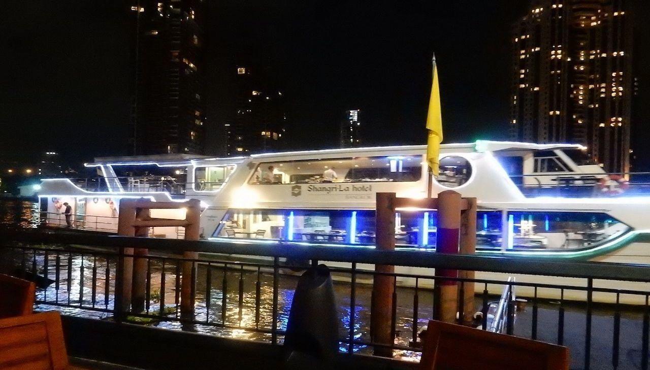 Horizon Dinner Cruise & Complimentary Hop-on Hop-off Bus