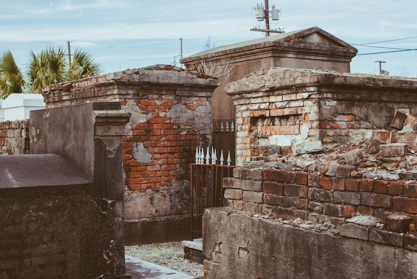 New Orleans Garden District & Cemetery Tour