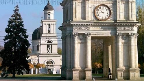 arc de triomphe chisinau (1).jpg