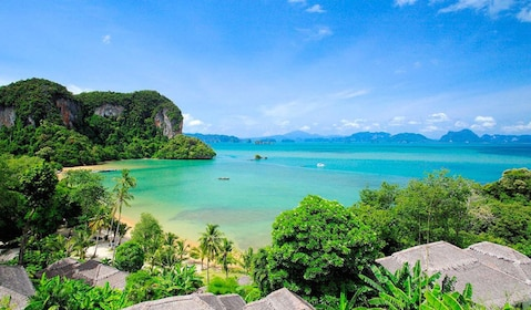 Tropical coast of Phi Phi Island
