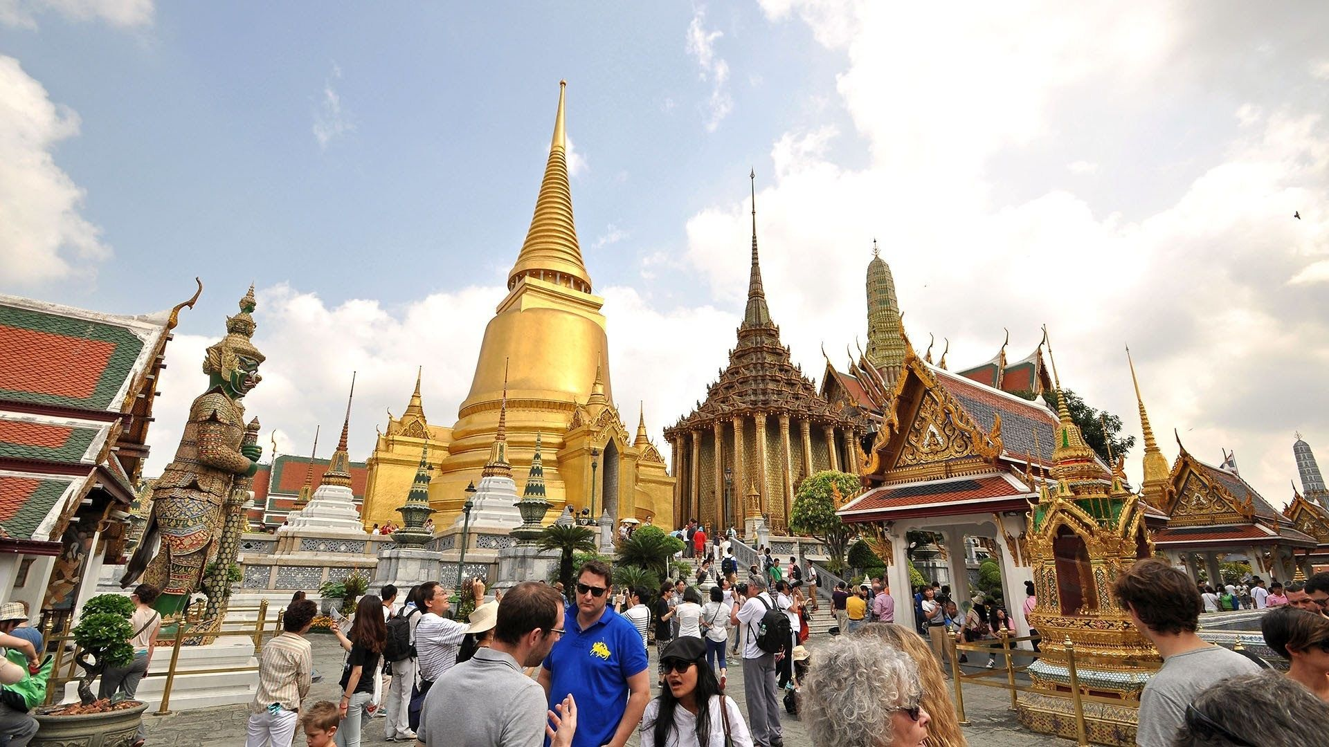Grand Palace with Wat Phra Kaew Private Tour