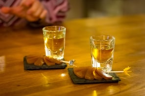 3-hour Luxury Sake and Whisky Nightlife Tour in Gion, Kyoto