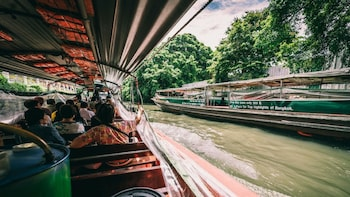 Bangkok Traditional Canals with 2 Temples Private Tour