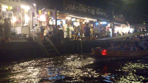 Boat tour of the Amphawa Weekend Market