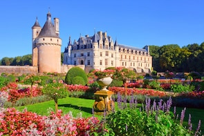 Privately Guided Tour of Loire Valley Castles (12 Hours)