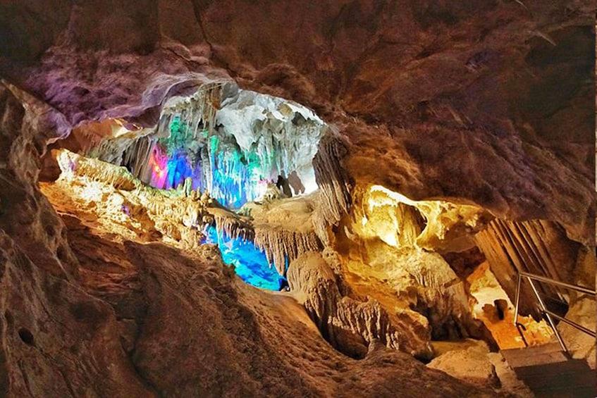 Cargar ítem 8 de 8. Extended Orient Cave Tour - for Night Owls